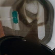 brudna woda po czyszczeniu foteli