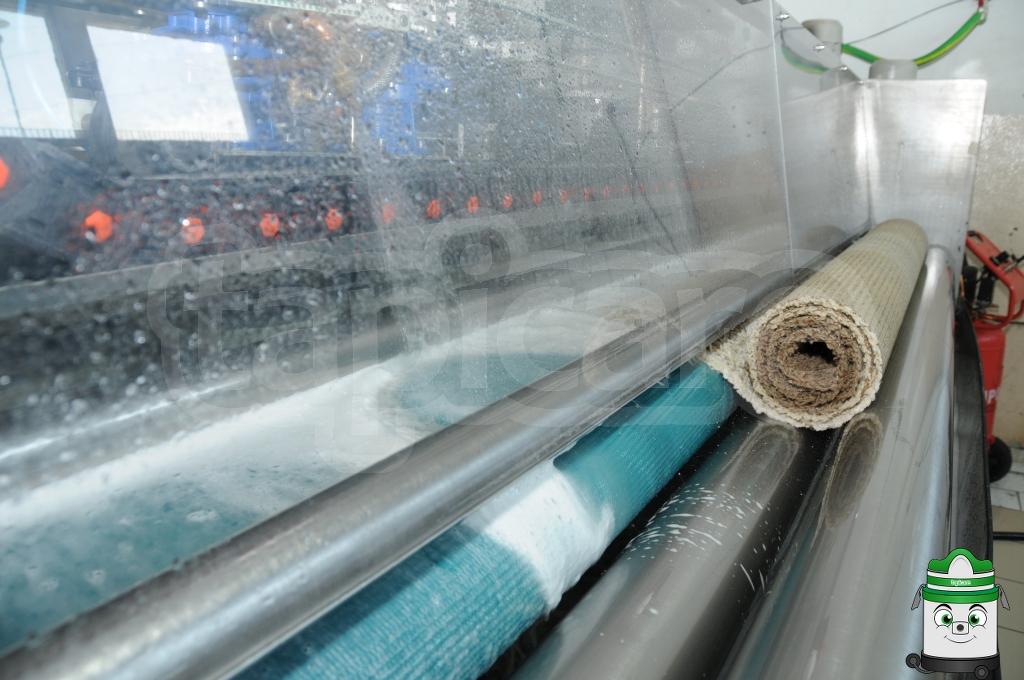 Wypłukanie dywanu i pozbawienie go brudu